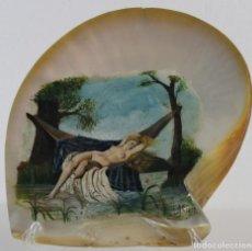 Arte: CONCHA DE NÁCAR PINTADA AL ÓLEO JOVEN DESNUDA. FIRMADO A.M. TULA EN 1889. Lote 236605120