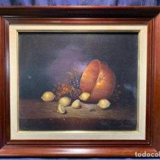 Arte: OLEO LIENZO BODEGON COBRE CALDERO FRUTAS UVAS LIMONES FIRMA SERRANO 66X74CMS. Lote 236704915