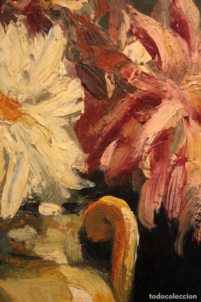 Arte: Jarrón con flores. Oleo de gran calidad, firma ilegible. Enmarcado 50x42cm - Foto 4 - 243383870
