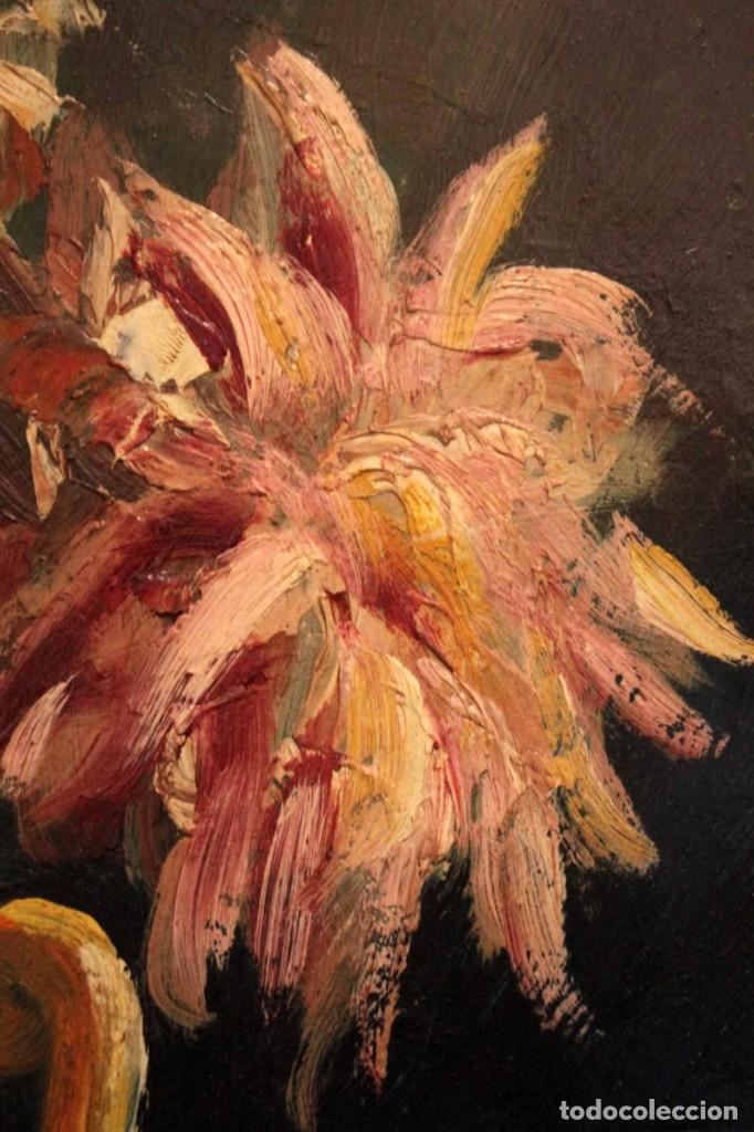 Arte: Jarrón con flores. Oleo de gran calidad, firma ilegible. Enmarcado 50x42cm - Foto 8 - 243383870