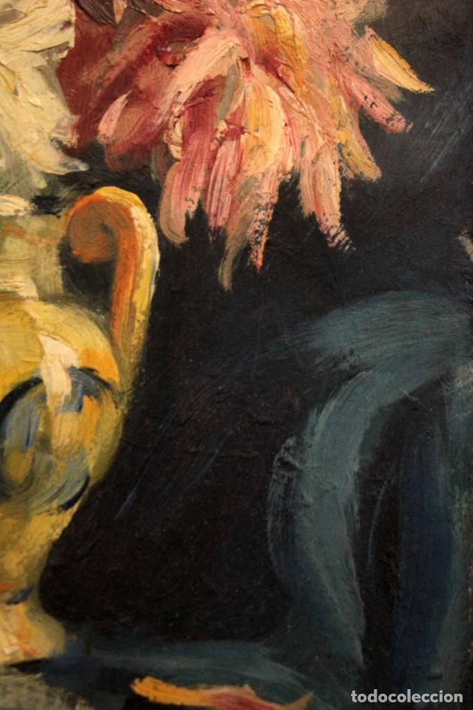 Arte: Jarrón con flores. Oleo de gran calidad, firma ilegible. Enmarcado 50x42cm - Foto 9 - 243383870