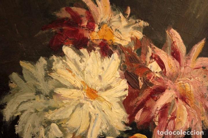 Arte: Jarrón con flores. Oleo de gran calidad, firma ilegible. Enmarcado 50x42cm - Foto 12 - 243383870