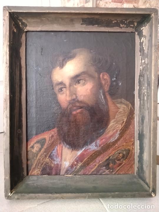 ANTIGUO ÓLEO SOBRE LIENZO DE SANTO, MARCO ANTIGUO DE MADERA Y PASTA. 54 X 43 CM. PINTURA 43 X 33 CM. (Arte - Pintura - Pintura al Óleo Antigua sin fecha definida)