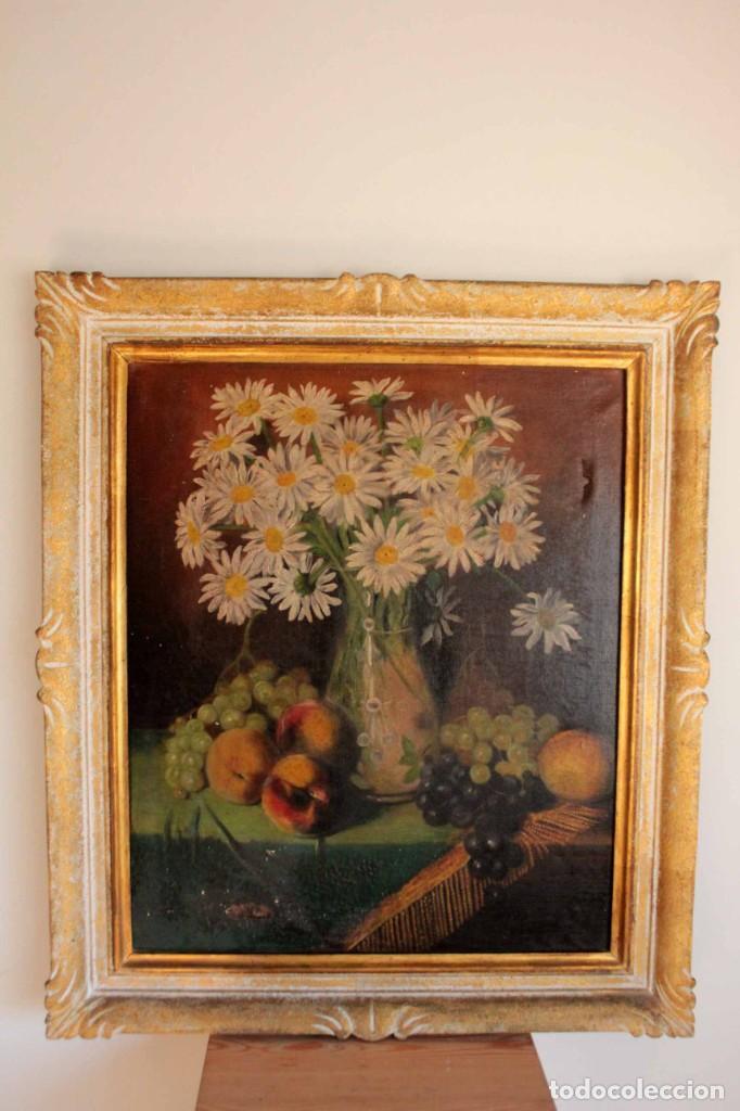 Arte: Bodegón con florero, oleo sobre lienzo. Esc. Valenciana s.XIX? firmado y enmarcado 69x60cm - Foto 2 - 253141640
