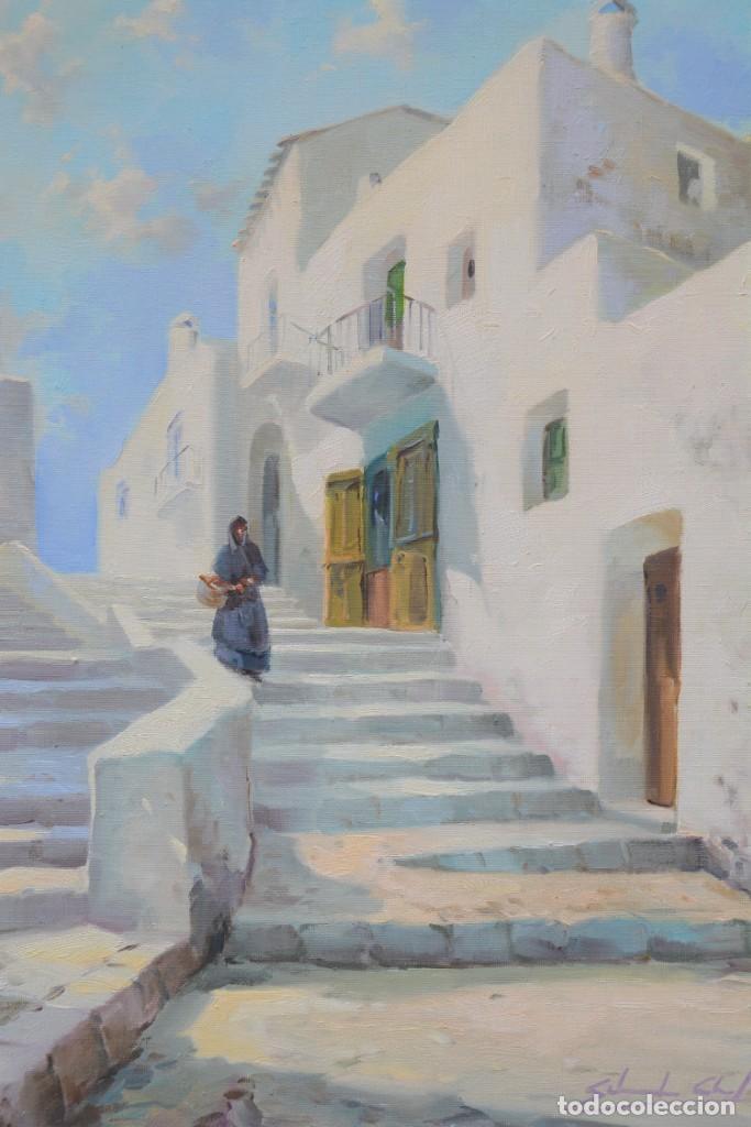 Arte: Pueblo costero, calle con escaleras y mujer, pintura al óleo sobre tela, firma ilegible, con marco. - Foto 2 - 268604089