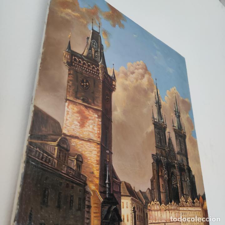 Arte: Oleo sobre lienzo. Ayuntamiento y plaza de la ciudad vieja. Praga. Copia firmada. Siglo XX. - Foto 3 - 287677603