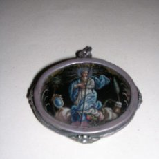 Arte: RELICARIO DE PLATA S.XVIII,CRISTAL PINTADO(ROTO VER FOTOS)POR EL OTRO LADO GRABADO CON DOS ANGELES. Lote 26521246