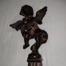 Arte: ANGEL EN HIERRO FORJADO SOBRE PEDESTAL TOCANDO LA GUITARRA??. Lote 27919410