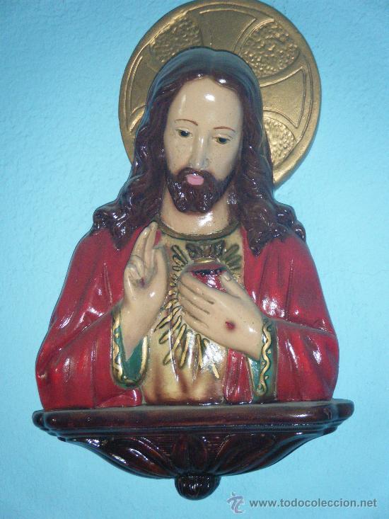 PRECIOSO SAGRADO CORAZÓN EN ESTUCO DE YESO AÑOS 40. (Arte - Arte Religioso - Escultura)