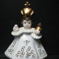 Arte: NIÑO JESUS DE LA BOLA PRAGA PORCELANA DECORADA EN ORO .. PERFECTO. Lote 32220198