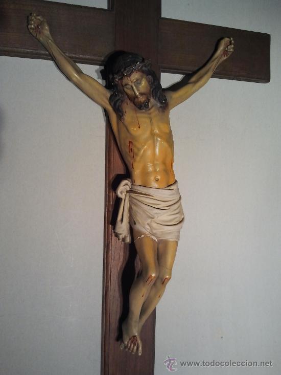 CRISTO EN LA CRUZ. ESTUCO POLICROMADO. (Arte - Arte Religioso - Escultura)