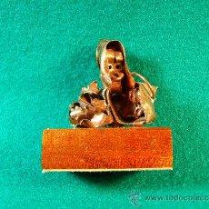 Arte: VIRGEN MARIA, NIÑO JESUS-FIGURA COBRE DE GUILLEM DURAN-SURROCA-5X4X2 CM + PEANA- MEDIADOS SIGLO XX.. Lote 36868499