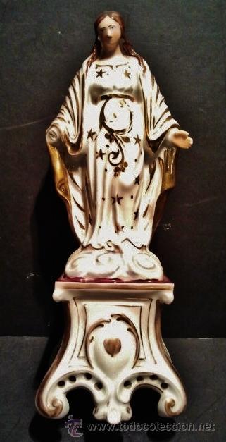 VIRGEN DE PORCELANA. ÉPOCA ISABELINA. EN PORCELANA BLANCA Y DORADA Y CON PEANA CON CORAZÓN DORADO. (Arte - Arte Religioso - Escultura)