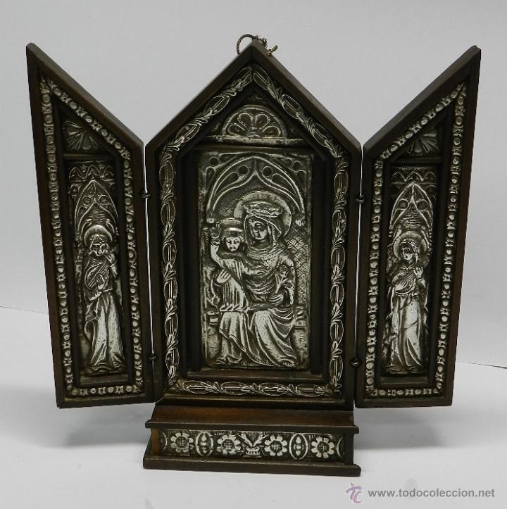 TRIPTICO ALTAR DE MADERA Y PLATA ANTIGUO Y RELIGIOSO, REALIZADO EN MADERA CON INTERIOR DE PLATA, SIG (Arte - Arte Religioso - Trípticos)