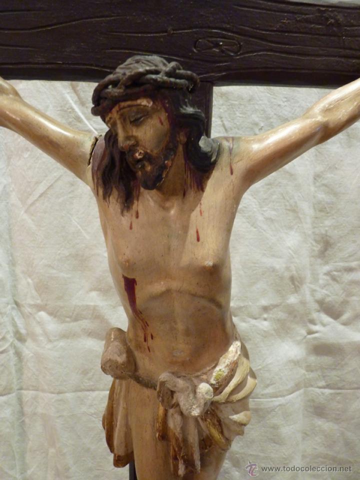 TALLA EN MADERA DE CRISTO EN LA CRUZ. SIGLO XIX. (Arte - Arte Religioso - Escultura)