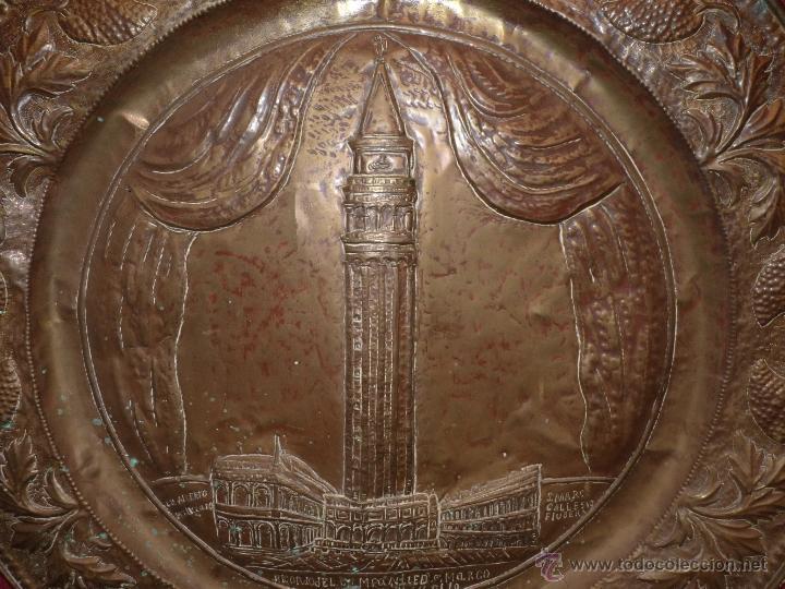 Arte: ORFEBRERÍA RELIGIOSA, PRECIOSO PLATO DE COBRE EN RELIEVE CATEDRAL DE SAN MARCO, FECHADO ROMA 1902 - Foto 5 - 41056394