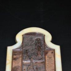 Arte: RELIEVE EN COBRE REPRESENTANDO VIRGEN DE LOURDES, CON TEXTO GRABADO SOBRE DE LA APARICIÓN, Pº SXX.. Lote 41093120