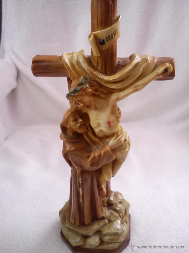 PRECIOSA ESCULTURA DE JESUS CRISTO CON SAN FRANCISCO DE ASIS.HECHA DE RESINA SELLADA AÑO 1992 (Arte - Arte Religioso - Escultura)