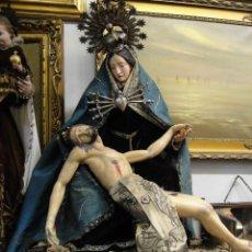 Arte: PIEDAD TALLA DE MADERA CON CORONAS DE PLATA CAP Y POTA DEL SIGLO XIX. Lote 53110346