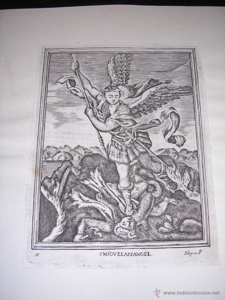GRABADO - S MIGUEL ARCANGEL , GRABADO POR NOGUES F., S,XVIII , PEGADO EN UNA CARTULINA (Arte - Arte Religioso - Grabados)