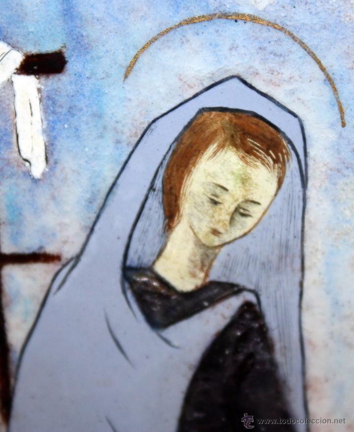Arte: CONJUNTO DE 6 ESMALTES DE TEMA RELIGIOSO ENMARCADOS CON MARCO DE PLATA. CIRCA 1920. 14 CM X 73,5 CM - Foto 4 - 45623168