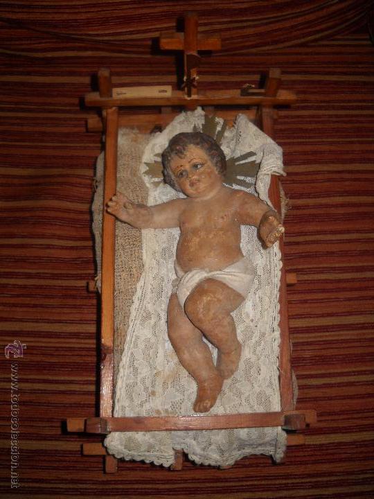 PRECIOSO Y ANTIGUO NIÑO JESUS DE BARRO DE OLOT, SIGLO XIX , CON CUNA ARTESANAL ,MUY ESCASO,VER FOTOS (Arte - Arte Religioso - Escultura)