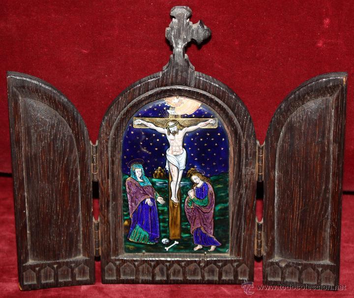 BONITO TRÍPTICO MODERNISTA CON ESMALTE DEL CALVARIO DE MASRIERA Y CARRERAS. CIRCA 1910 (Arte - Arte Religioso - Trípticos)