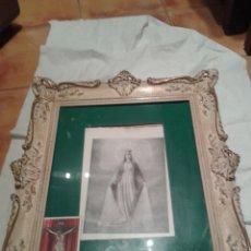 Arte: ANTIGUA LITOGRAFIA DE LA VIRGEN ENMARCADA CON MARCO DE EPOCA MUY DECORADO. Lote 47290048