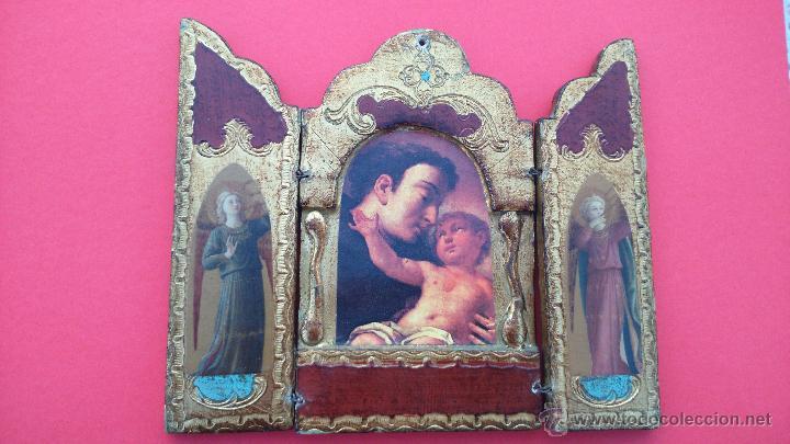 TRÍPTICO ANTIGUO EN MADERA Y PAN DE ORO, CON LÁMINAS DE S. ANTONIO Y DOS ÁNGELES. DIM.- 15,750X14 (Arte - Arte Religioso - Trípticos)
