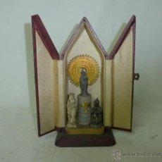Arte: ANTIGUA CAPILLA RELIGIOSA CON 3 IMAGEN DENTRO. Lote 48535045