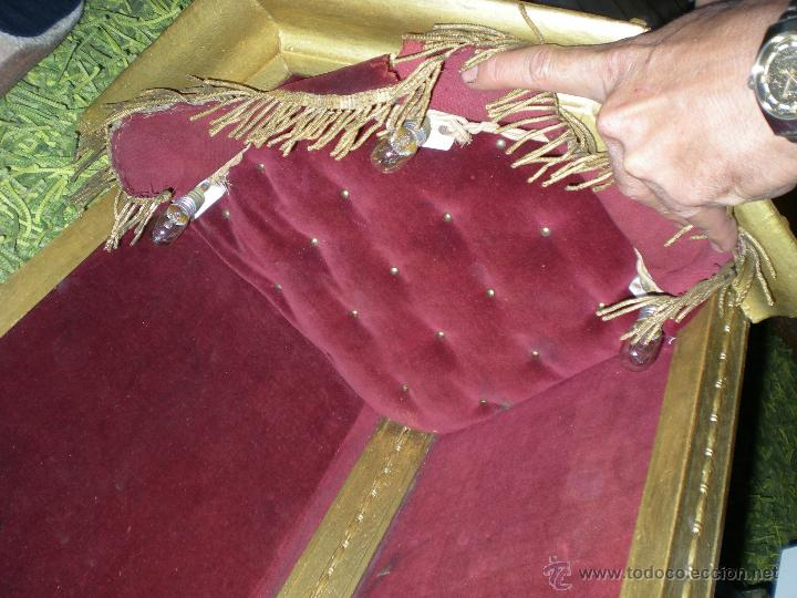 Arte: preciosa capilla antigua de madera tejido pasamanería metálica oro con iluminación siglo XVIII. - Foto 5 - 49418467