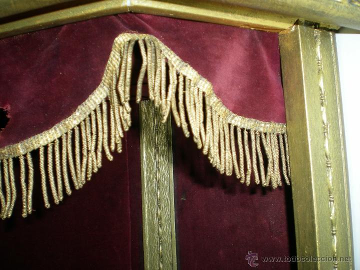 Arte: preciosa capilla antigua de madera tejido pasamanería metálica oro con iluminación siglo XVIII. - Foto 16 - 49418467
