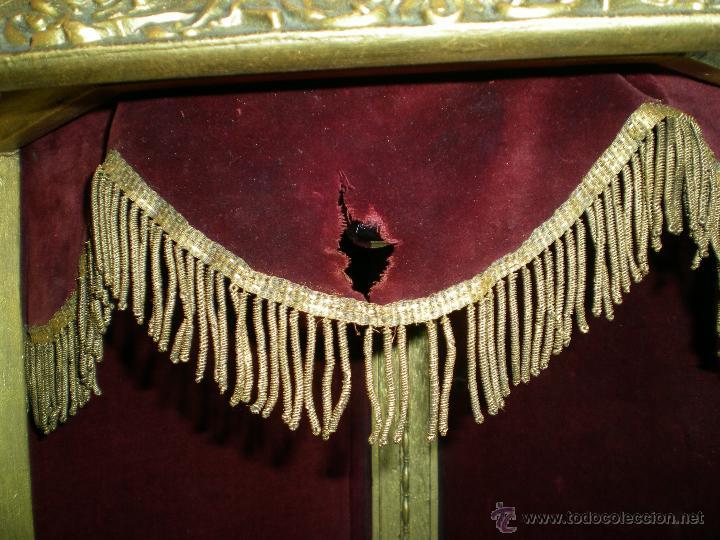 Arte: preciosa capilla antigua de madera tejido pasamanería metálica oro con iluminación siglo XVIII. - Foto 17 - 49418467
