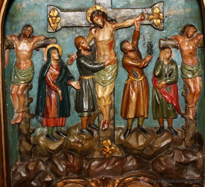 Arte: LA CRUCIFICCIÓN DE JESÚS. GRAN URNA TIPO CAPILLA DEL SIGLO XVIII EN MADERA TALLADA Y POLICROMADA - Foto 4 - 50388694