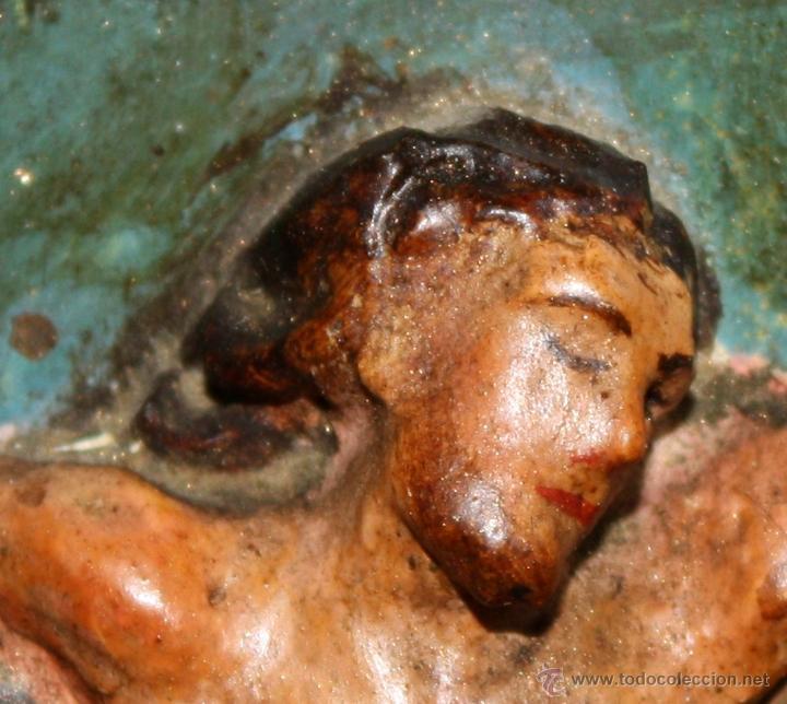 Arte: LA CRUCIFICCIÓN DE JESÚS. GRAN URNA TIPO CAPILLA DEL SIGLO XVIII EN MADERA TALLADA Y POLICROMADA - Foto 7 - 50388694