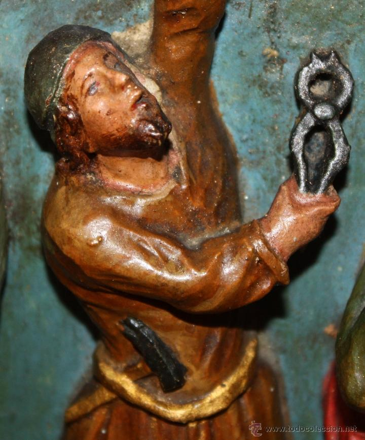 Arte: LA CRUCIFICCIÓN DE JESÚS. GRAN URNA TIPO CAPILLA DEL SIGLO XVIII EN MADERA TALLADA Y POLICROMADA - Foto 10 - 50388694