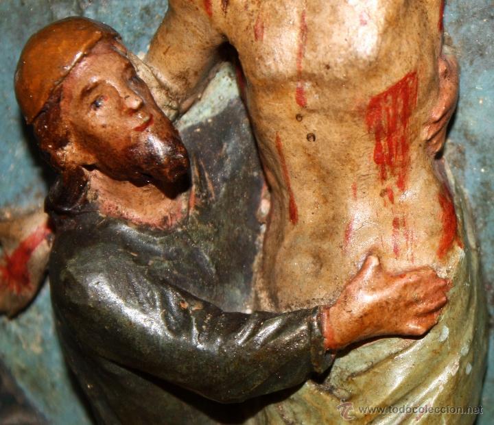 Arte: LA CRUCIFICCIÓN DE JESÚS. GRAN URNA TIPO CAPILLA DEL SIGLO XVIII EN MADERA TALLADA Y POLICROMADA - Foto 11 - 50388694