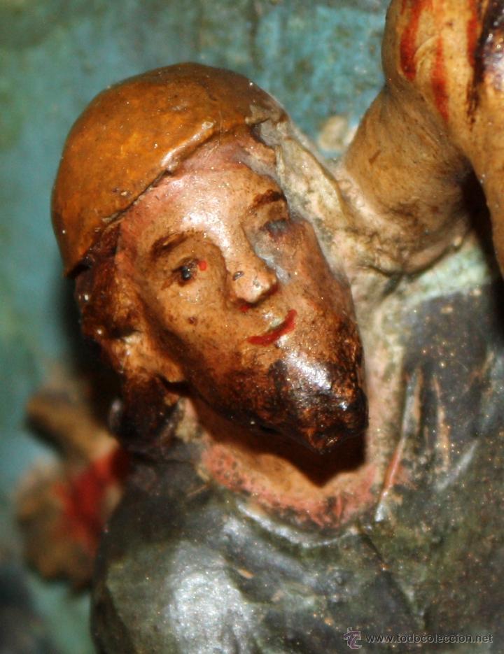 Arte: LA CRUCIFICCIÓN DE JESÚS. GRAN URNA TIPO CAPILLA DEL SIGLO XVIII EN MADERA TALLADA Y POLICROMADA - Foto 12 - 50388694