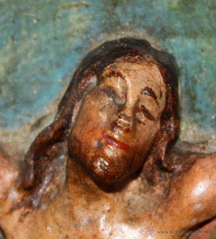 Arte: LA CRUCIFICCIÓN DE JESÚS. GRAN URNA TIPO CAPILLA DEL SIGLO XVIII EN MADERA TALLADA Y POLICROMADA - Foto 14 - 50388694