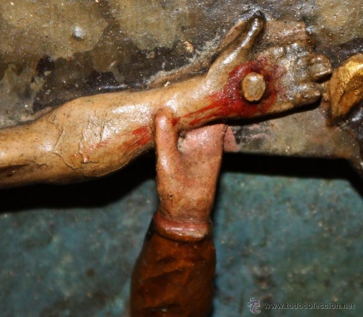 Arte: LA CRUCIFICCIÓN DE JESÚS. GRAN URNA TIPO CAPILLA DEL SIGLO XVIII EN MADERA TALLADA Y POLICROMADA - Foto 21 - 50388694