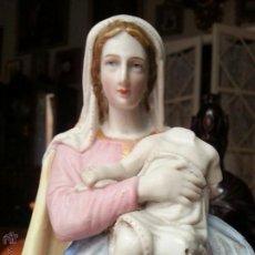 Arte: BISCUIT VIRGEN GRAN TAMAÑO, PRECIOSA VIRGEN CON NIÑO JESUS Y PEANA MADERA 28 CM MENSULA 15 X 11,5. Lote 50724800