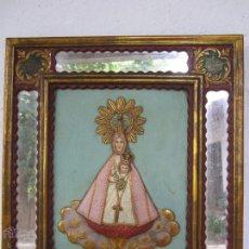 Arte: CUADRO POLICROMADO CON PAN DE ORO Y ESPEJOS, MOTIVO RELIGIOSO , VIRGEN CON NIÑO, AÑOS 40-50. Lote 50889140