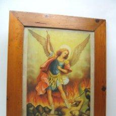Arte: 45 CM ANGEL SAN MIGUEL Y EL DEMONIO - ANTIGUA LITOGRAFIA ORIGINAL - MARCO DE PINO. Lote 51774287