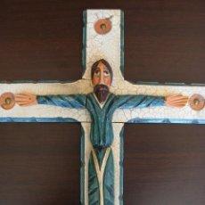 Arte: ORIGINAL Y ANTIGUO CRUCIFIJO TALLADO EN MADERA REPRESENTANDO A CRISTO EN LA GLORIA. Lote 52553639
