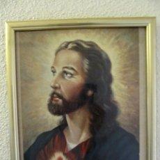 Arte: ESTAMPA DEL SAGRADO CORAZÓN DE JESÚS CON MARCO- PORTAFOTOS DORADO. 32 X 26 CM. Lote 53138985