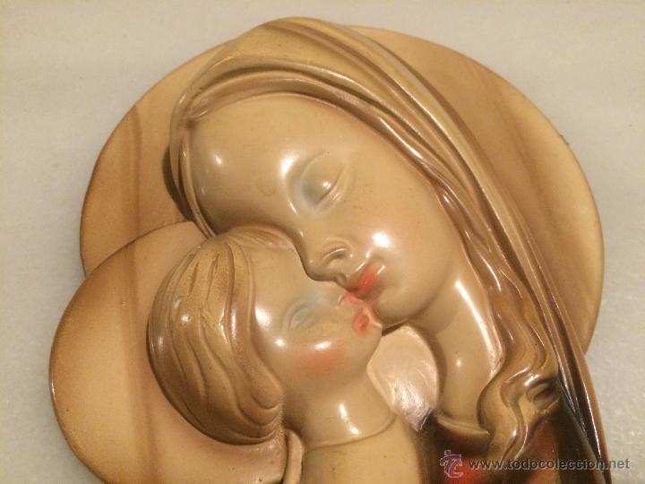 Arte: Antigua Virgen Maria con niño Jesus en hieso para colgar en el cabezal de cama años 60 - Foto 3 - 53702196