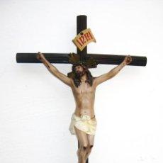 Arte: ENORME 72CM! CRISTO EN CRUZ EN LATON, ESTUCO Y MADERA OJOS CRISTAL OLOT. Lote 54451703