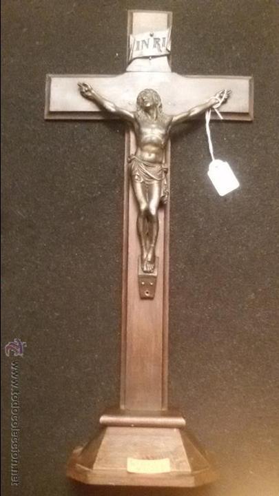 IMPRESIONANTE Y MUY ANTIGUO CRUCIFIJO CON PEANA CRISTO BRONCE SOBRE MADERA 45 CM SIGLO XVIII (Arte - Arte Religioso - Escultura)