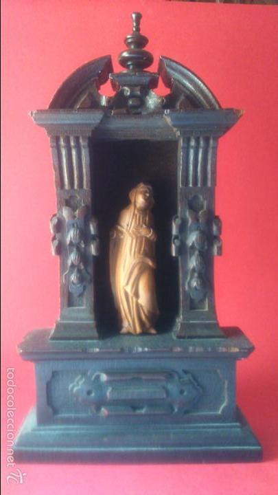 IMAGEN DE DOLOROSA EN TALLA DE MADERA DE BOJ CON ALTAR DE ROBLE SS. XVI XVII BELGICA (Arte - Arte Religioso - Escultura)
