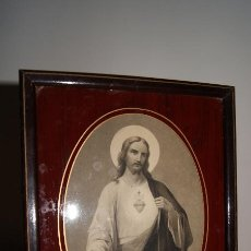 Arte: ANTIGUA IMAGEN ENMARCADA CON CRISTAL SAGRADO CORAZÓN DE JESÚS. PARIS.. Lote 56178695